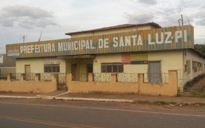 Em Santa Luz, a prefeitura está com energia cortada e prefeito não tem onde trabalhar