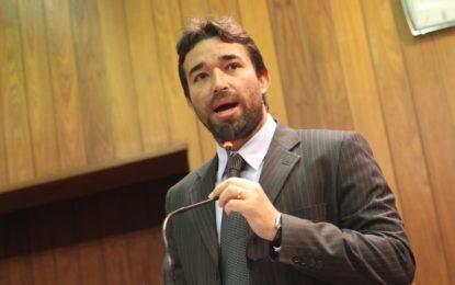 Projeto do deputado Marden Menezes põe fim à cobrança das academias aos educadores físicos