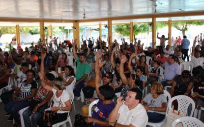 Professores aprovam greve por tempo indeterminado no Piauí